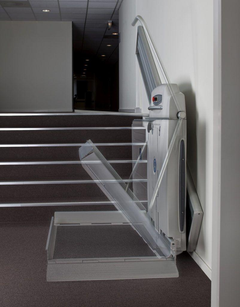 plateforme monte-escalier supra linea ouverture